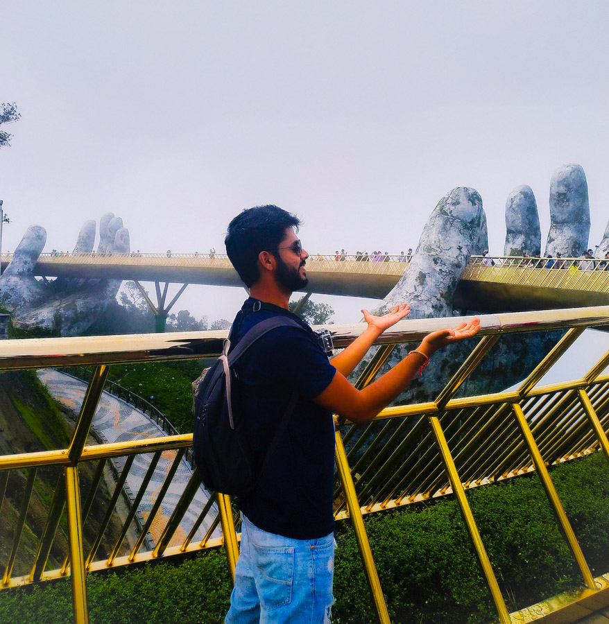 pose_with_golden_bridge